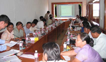Early workshop in 2006 with traders and farmers, Battambang, Cambodia (photo: Rob Fitzgerald)